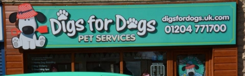 Digs for Dogs Logo