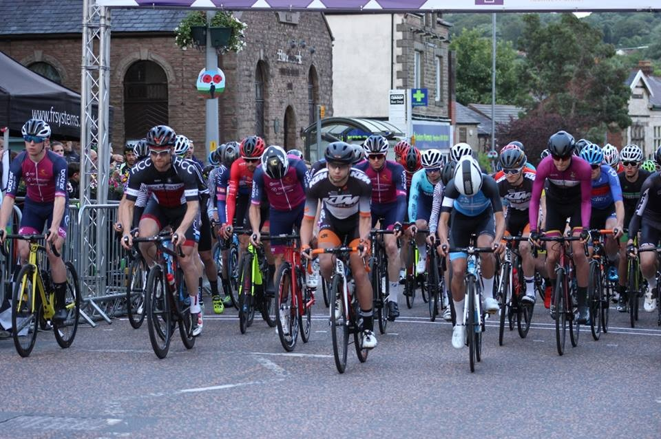 Crowds flock to Horwich Festival of Racing